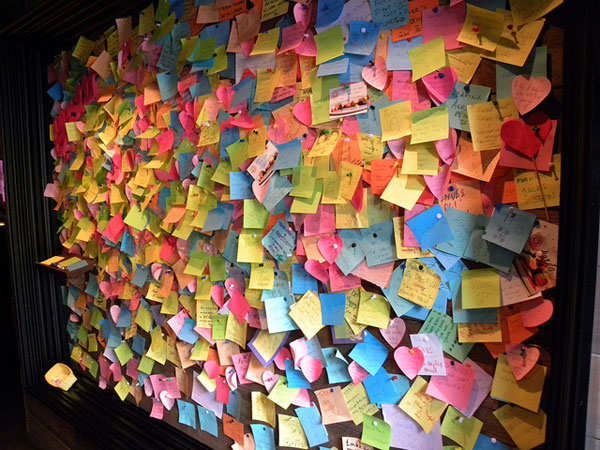 post-it note wall